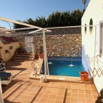 Chalet céntrico con 4 dormitorios, piscina y cochera.