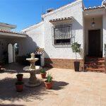 Villa i centrala Almuñécar med en gästlägenhet.