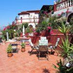 Villa con piscina y 5 dormitorios cerca del centro de la ciudad. Almuñecar.  Costa Tropical.